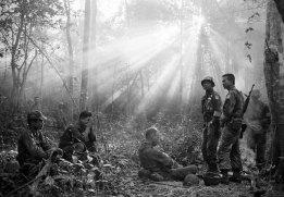 Horst Faas - (April 28, 1933 / May 10, 2012) Horst Faas was a German photo-journalist and two-time Pulitzer Prize winner. He is best-known for his images of the Vietnam War / Horst Faas, reportero gráfico alemán y dos veces ganador del premio Pulitzer. Se hizo conocido por sus imágenes de la guerra de Vietnam
