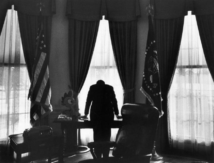 The loneliest job  JFK, 1963 Cuban Missile Crisis