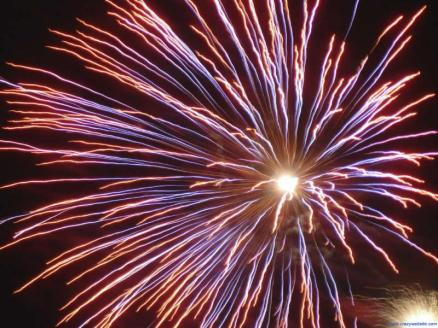 Patriotic_Wallpaper_Background_Firework_Sky_Red_White_Blue_800x600-1
