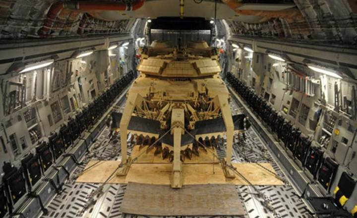 Globemaster and Abrams tank